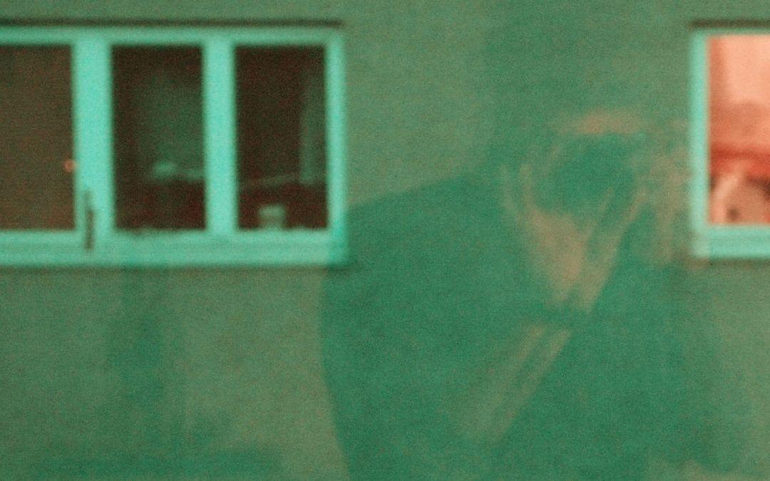 Jochen Strodthoff: Unsere Fenster zum Hof (Remake, D 2020)